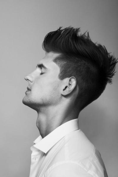 Мужская стрижка с выбритыми висками стрижка